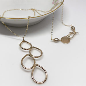 gold falling dewdrop necklace